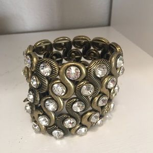 Jewelry - Gold with rhinestones stretch bracelet. Gorgeous